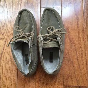Olukai Comfy Shoes . Light army color